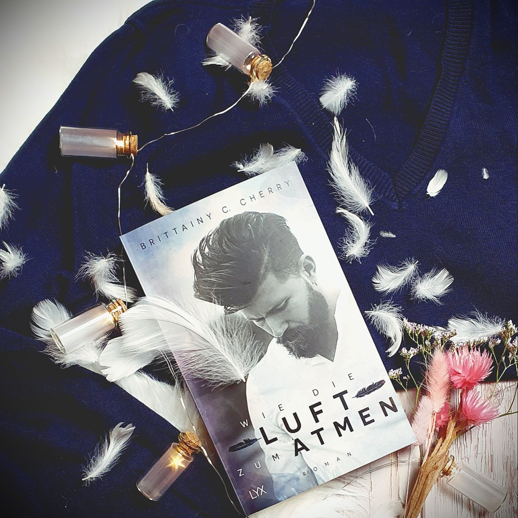 Titel: Wie die Luft zum Atmen  Autorin: Brittainy C. Cherry Seiten: 364 Genre: New-Adult-Literatur, Zeitgenössische Romantik Verlag: LYX Format: Taschenbuch Preis: 14,00€