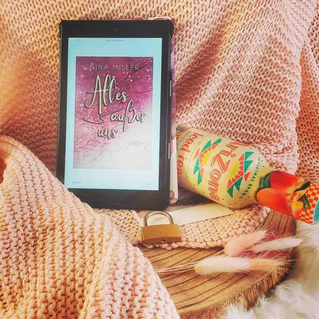 Titel: Alles außer uns!  Autorin: Nina Miller Seiten: 455 Genre: New Adult Roman Verlag: Selfpublisher Format: Taschenbuch Preis: 12,99€