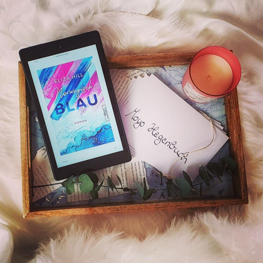 Titel: Norwegisch Blau  Autorin: Eliza Hill Seiten: 380 Genre: Urlaubsroman, Familiensaga Verlag: Zeilenfluss Verlag Format: Taschenbuch Preis: 13,00€
