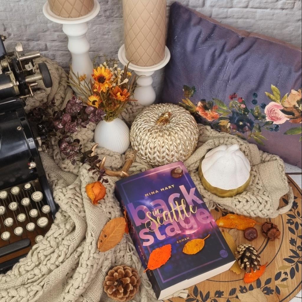 Titel: Backstage in Seattle Autorin: Mina Mart Seiten: 576 Genre: Liebesroman, New-Adult-Literatur, Zeitgenössische Romantik Verlag: Mira Taschenbuch Format: Taschenbuch Preis: 12,99€